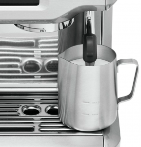 Milk frother in Breville BES870XL